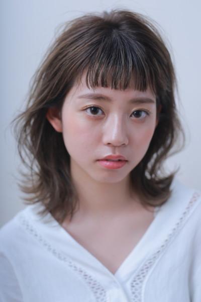 抜け感外ハネミディアム × アッシュベージュサイド